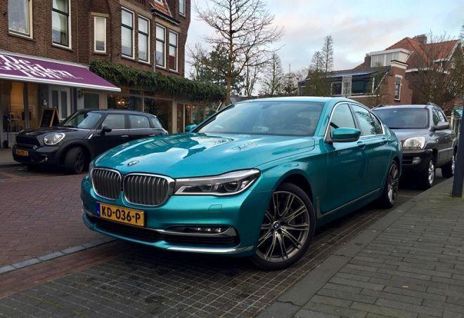 大型豪華轎車就不能選鮮豔活潑的車色嗎?這位BMW 750i的車主顯然不這麼想