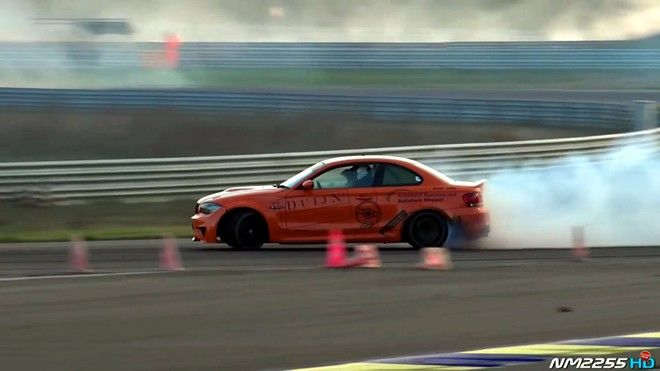 BMW 1M加上V10引擎會發生什麼事情?會有一堆的報廢輪胎