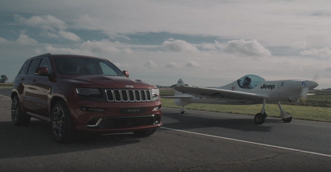 [影片]美式性能休旅Jeep Grand Cherokee SRT對上P-47戰鬥機