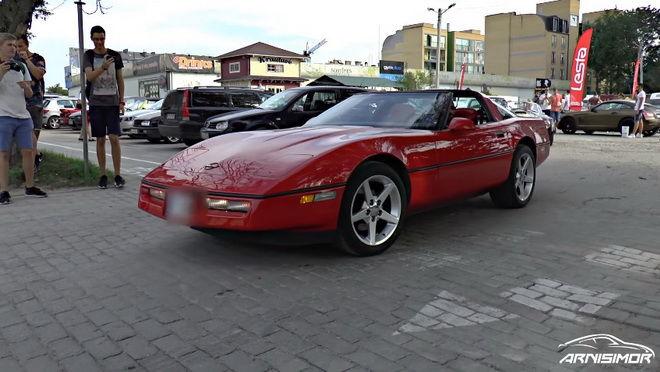 C4 Corvette駕駛技術差 耍帥不成撞毀公車座椅