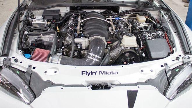 V8引擎落入 Mazda MX-5化身525hp敞篷猛獸