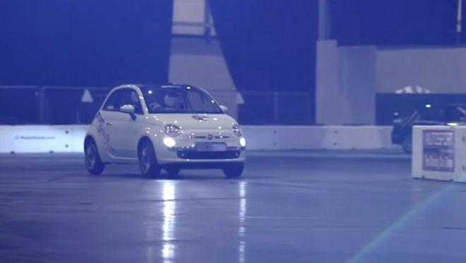 Alastair Moffatt 與FIAT 再造平行停車新世界紀錄
