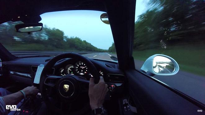 [影片]駕著限量「手排」Porsche 911R於Autobahn無限速高速公路暢快超過320km/h