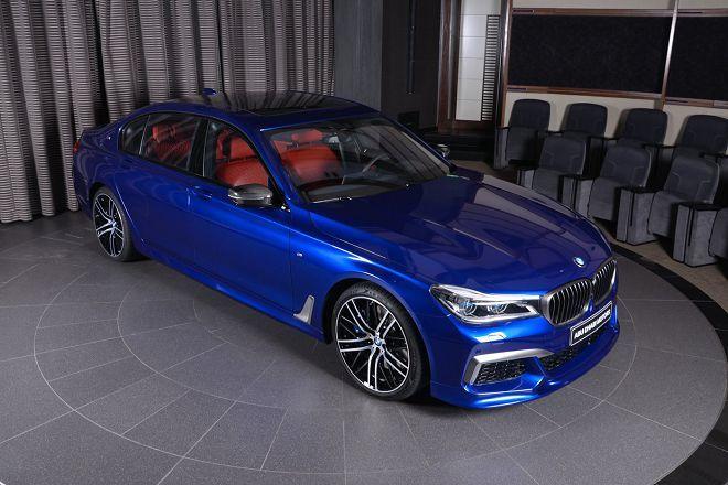 這輛聖馬利諾藍配色的BMW M760Li看起來近乎完美了