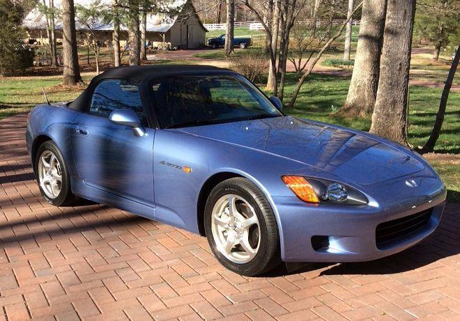 這部里程數極低的淡藍色2003 Honda S2000讓看到的人都想帶回家
