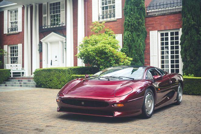 酒紅色的獵豹,Jaguar XJ220即將於下個月的一場拍賣會中找尋新主人