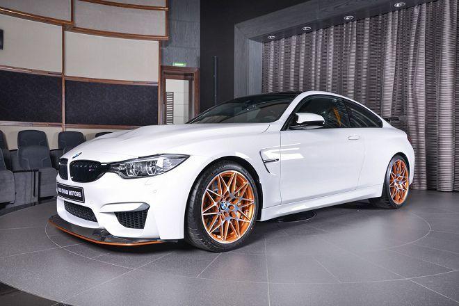 這輛素雅的白色BMW M4 GTS提醒你它的的迷人之處