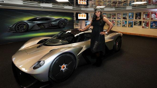 球星相伴現身 Aston Martin Valkyrie多了雙眼與新輪圏