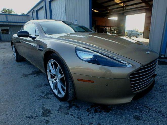 泡過水的Aston Martin Rapide便宜拋售,是否值得買下來呢?