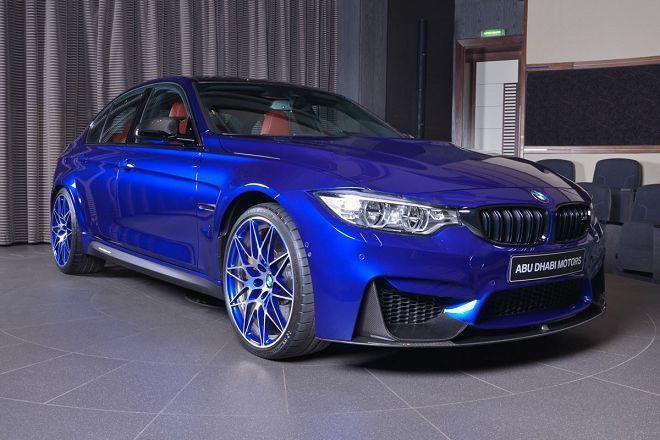 這輛BMW M3透過聖馬利諾藍配色+Akrapovic排氣管+大量碳纖維組件成了路上焦點!