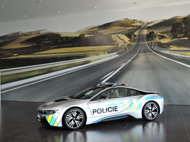 環保的制止犯罪!捷克共和國引進一部BMW i8警車!