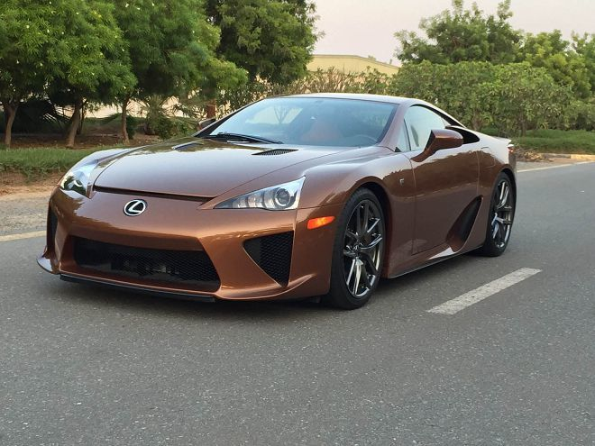 如果你有足夠的金錢,你會以$645,000美元買下這部棕色的Lexus LFA嗎?