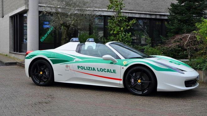 義大利警察好威 黑手黨Ferrari 458 Spider變身帥氣米蘭警車!