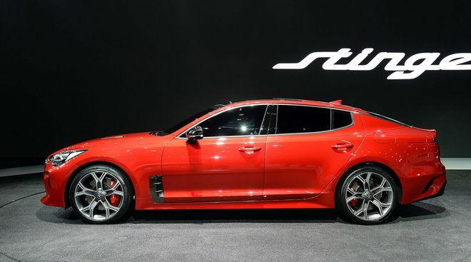 2.KIA品牌首部Stinger兼具高性能特長與豪華座艙空間的夢幻運動轎跑由兩位汽車界巨匠聯手打造而成。