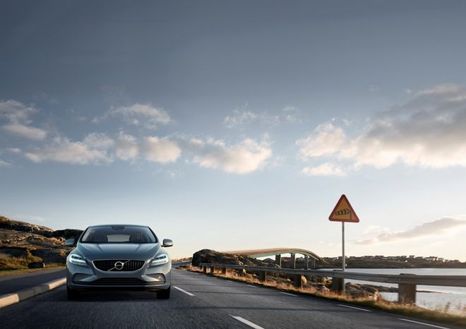 索爾之錘LED頭燈注入! Volvo公布全新小改款V40及V40 Cross  Country定裝照