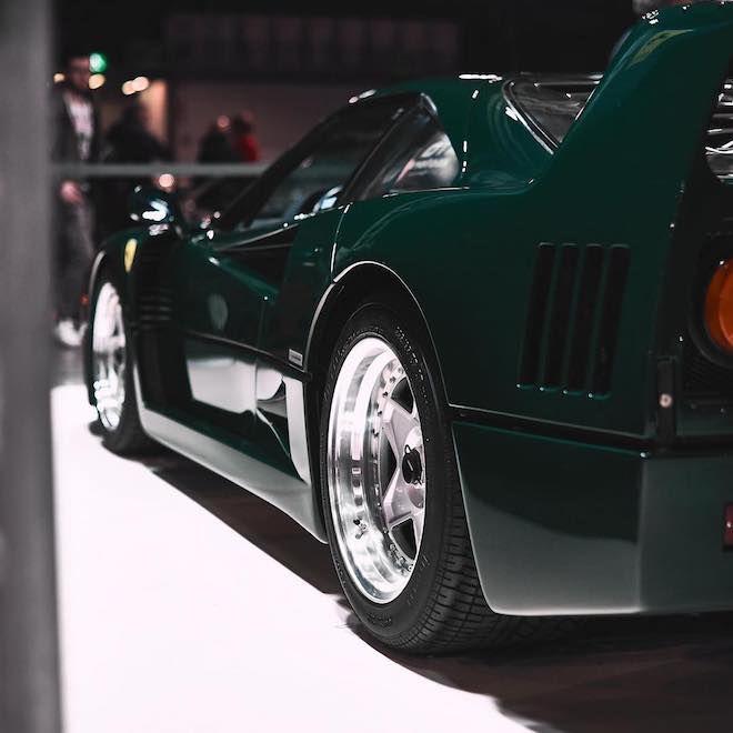 你同意把超經典的Ferrari F40烤成British Racing綠嗎?還是你忠於原味?