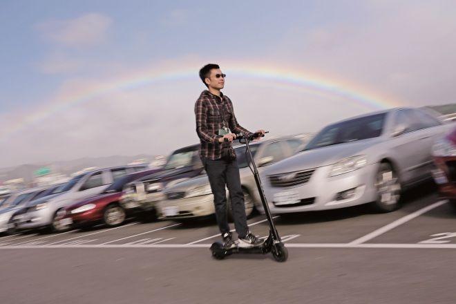 Ecoreco M5電動滑板車  輕鬆移動不耗油