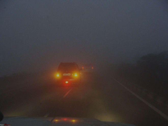 晚上開車時,經常看見對方的車子總是開前/後霧燈,搞到眼睛滿疲勞的,請問霧燈有必要全開嗎?
