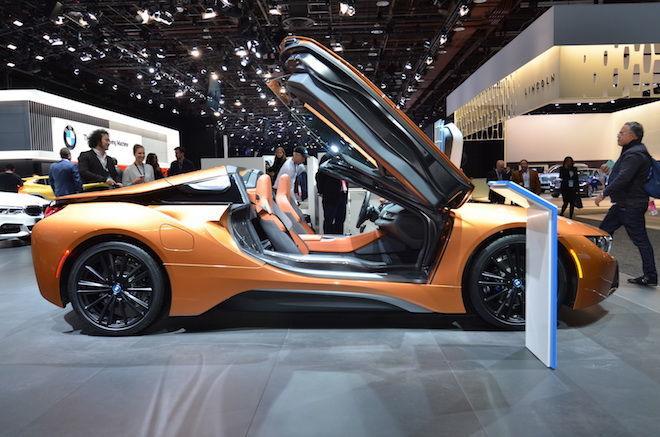 BMW i8 Roadster在底特律車展中大放光彩!犧牲了二張後座坐椅後,換來的是60kg的輕量化