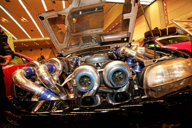 Twin Turbo已經不稀罕了  4渦輪塞到引擎蓋爆炸