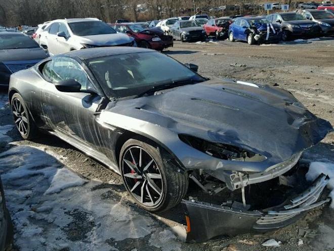 這輛近乎全新的Aston Martin DB11 V12起標價竟只要$56,500美元!大撿便宜與大修的雙重享受