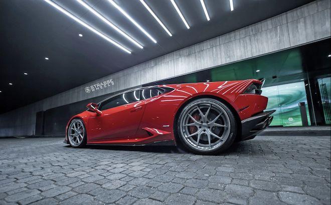 誰說「Rosso Corsa」法拉利紅塗裝只有Ferrari撐的起來?這輛Huracan完美詮釋給你看。