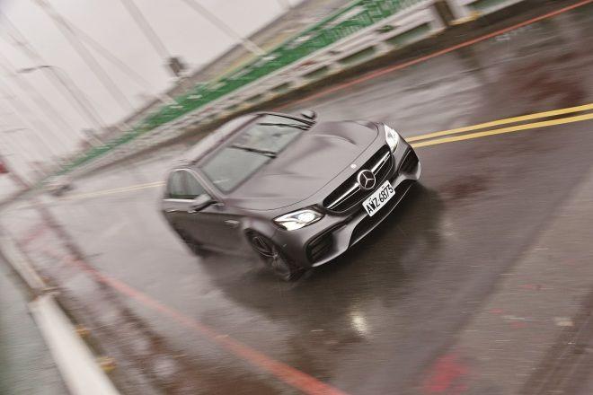 Mercedes-AMG E63 4Matic+  優雅的暴力
