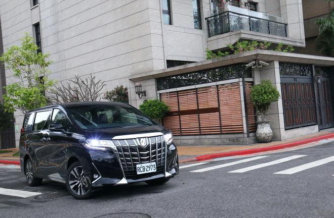 豪華陸地行宮再展MPV王者氣勢 Toyota小改款Alphard Executive Lounge試駕