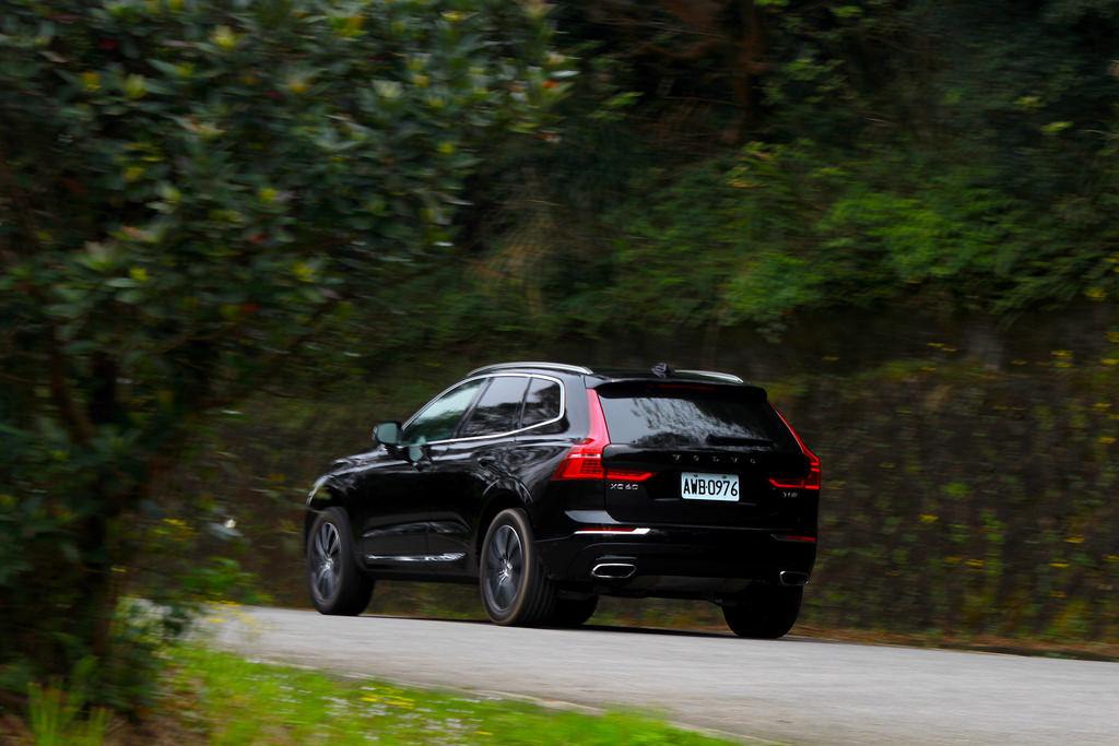 「雙料冠軍」除了擁有最高安全配置,更是性能猛將與節能高手!Volvo XC60 T8 Inscription試駕