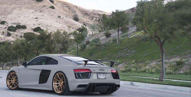「自然進氣武士 Audi R8 V10 Plus」全車水泥灰配色再外加ADV10 M.V2 CS鋁圈,是傑作沒錯