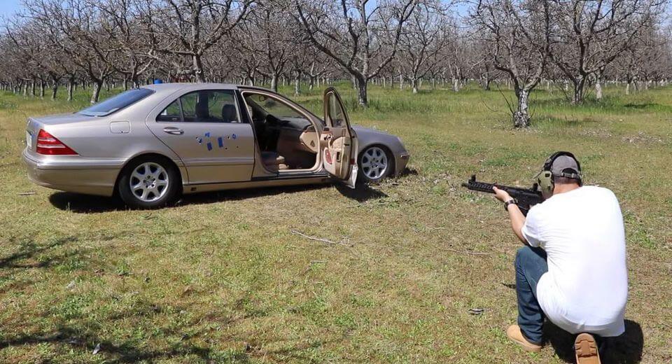 就讓國外Youtuber來測試,Mercedes-Benz S-Class實際的防彈效果如何!(台灣屬於非法行為,請勿模仿)