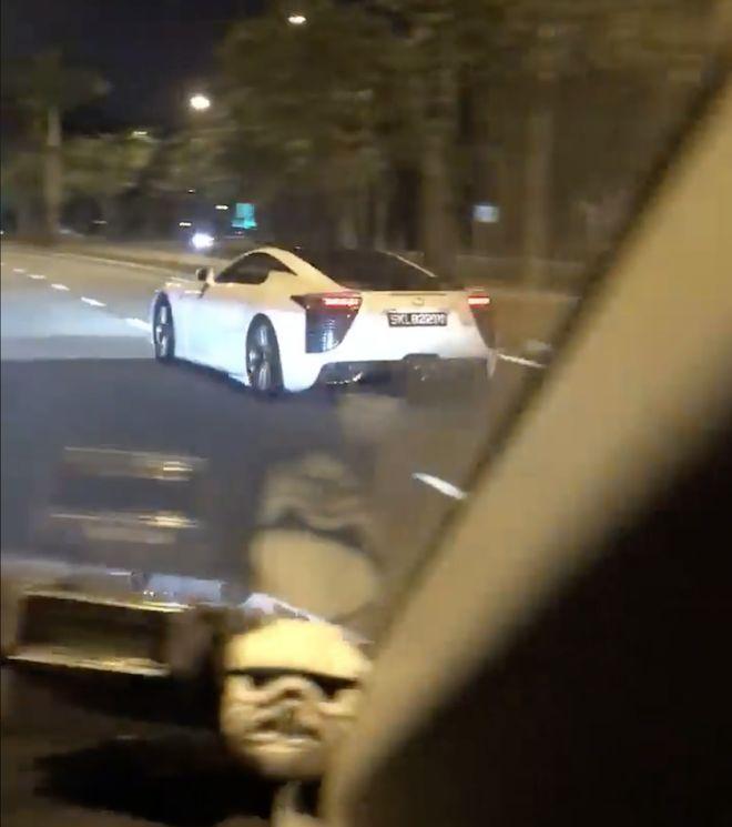 觸目驚心!「日系超跑 Lexus LFA」於新加坡擊毀!