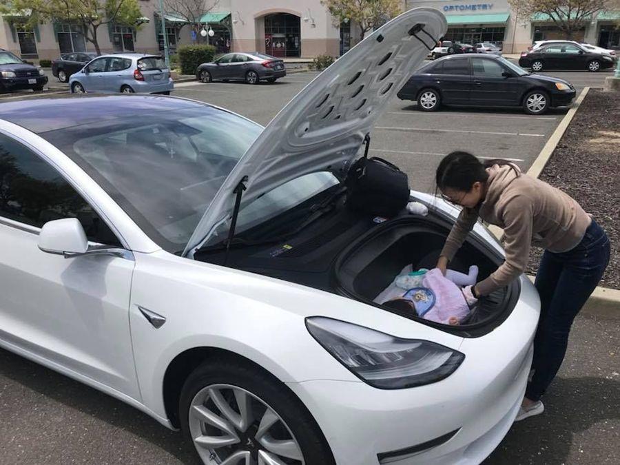 嬤嬤的好幫手?特斯拉Model 3前行李廂的新用法