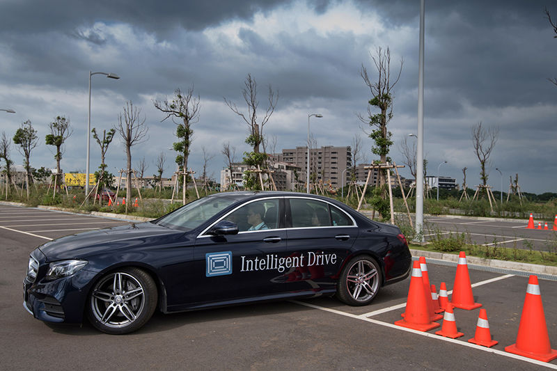 Mercedes-Benz智能旗艦領航 未來即在眼前