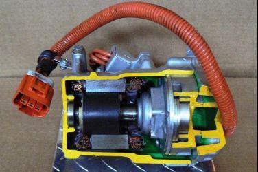冷氣得靠引擎運作 那沒有引擎的電動車呢?