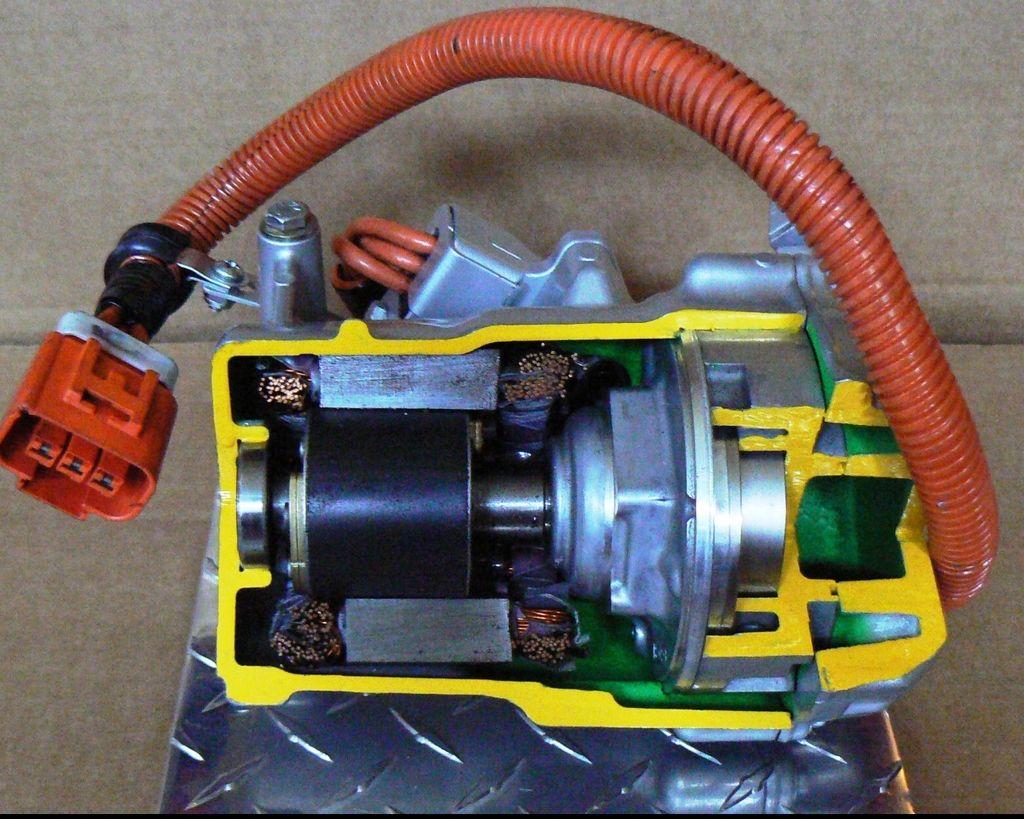 【汽車知識】冷氣得靠引擎運作 那沒有引擎的電動車呢?