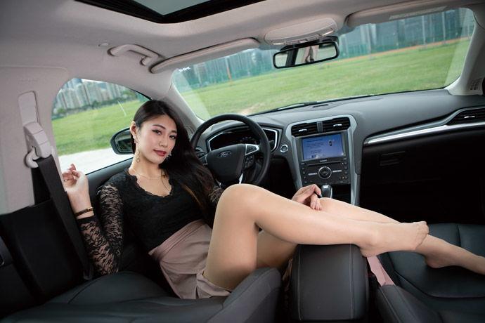 Motor Babe - Ford Mondeo Hybrid    綠光旗艦
