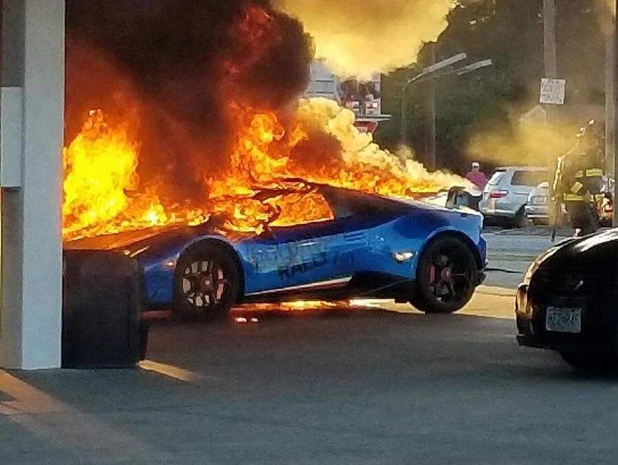 藍寶堅尼超跑加個油也能火燒車?國外三寶有夠殺!