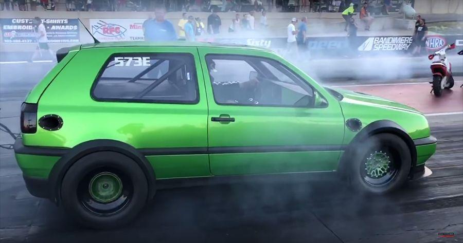 (影音)裝了2顆引擎的1,500匹馬力VW Golf有多快?