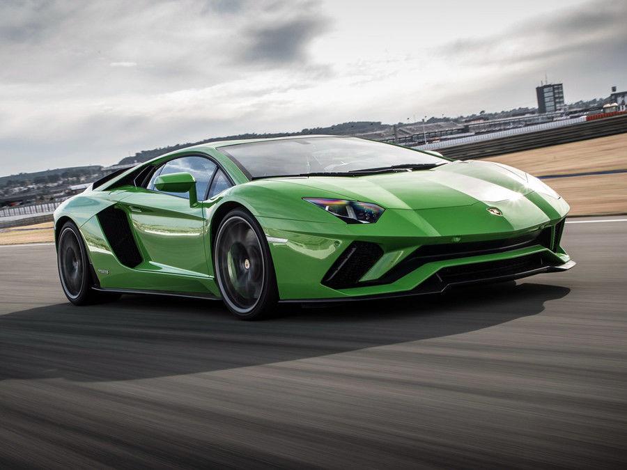 Lamborghini表明Aventador的繼任車款將採用V12引擎為主的油電混合系統!