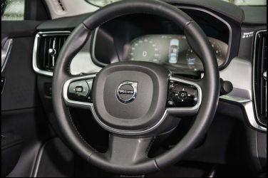 勢均力敵Lexus ES 250 vs. Volvo S90 T5(中)