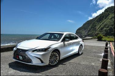 小心電擊  Lexus ES 300h(上)