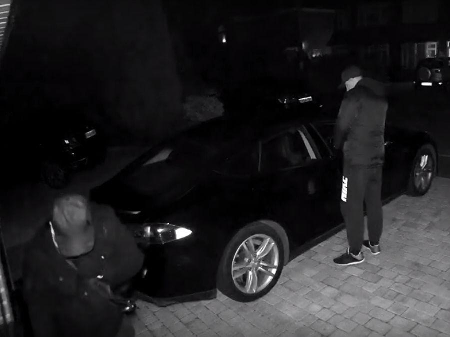 平板+手機就能偷走Tesla電動車!遙控鑰匙如何防盜?