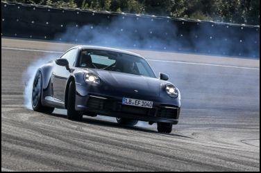 全新大改款Porsche 911(992)無偽裝官方測試照露臉啦!! 2019發表!