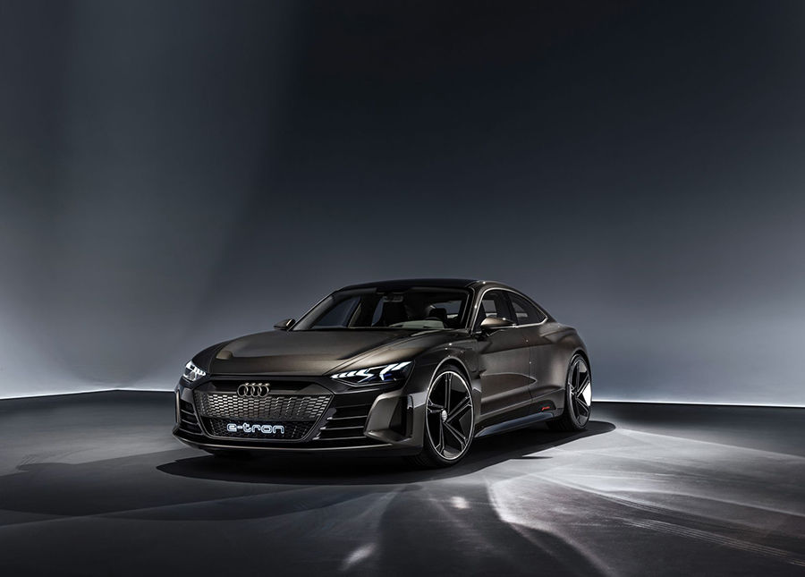 Audi e-tron GT卸下偽裝!LA車展初露鋒芒(影片)