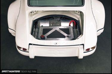 當911 RWB換上Tesla馬達  這樣的老車存活法能接受嗎?