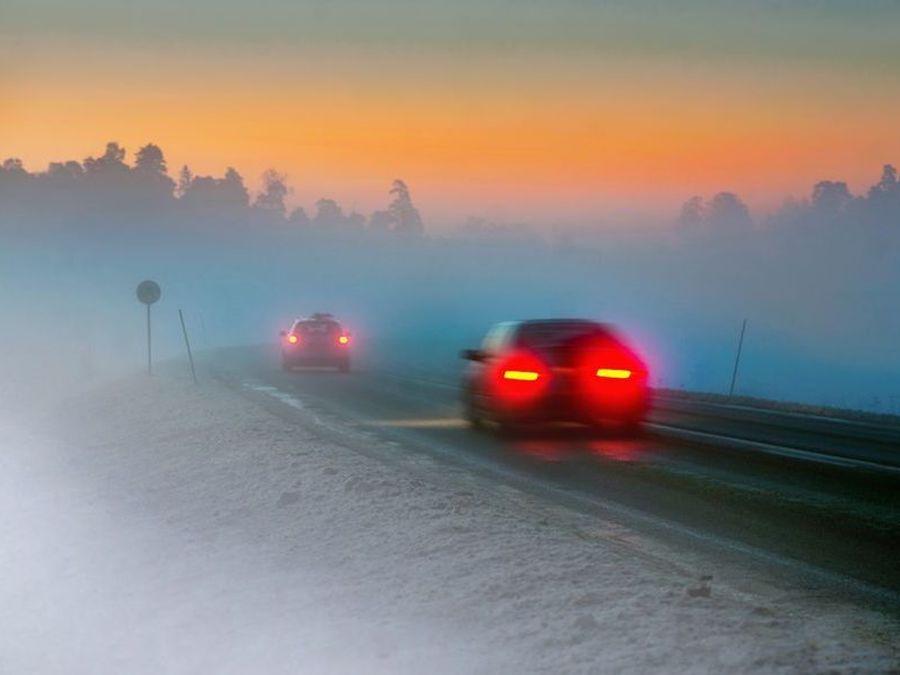 冬季行車遇到起霧務必提高警覺!