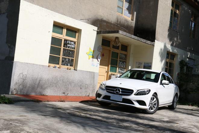 小排量1.5渦輪引擎 + EQ Boost電能科技入駐 Mercedes-Benz 小改款C200南投試駕