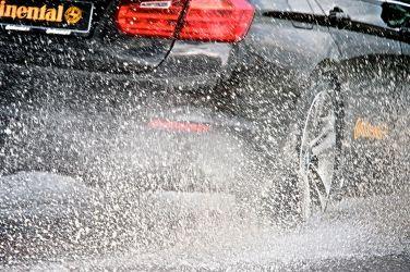 [特別企畫--防禦駕駛] 雨天開車注意事項--煞車距離要拉長