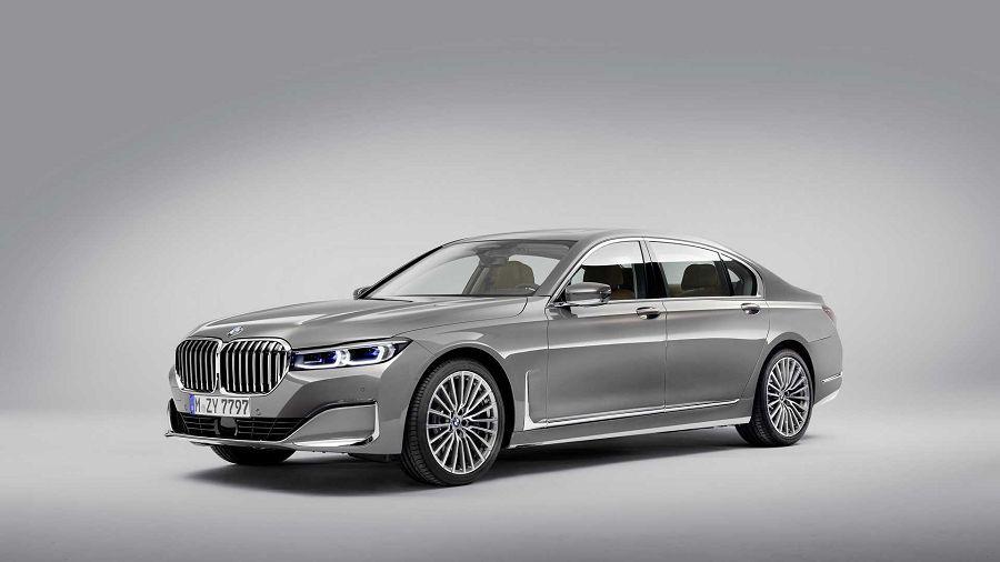 更大的水箱護罩加上新的V8引擎,就是新的小改款BMW 7-Series